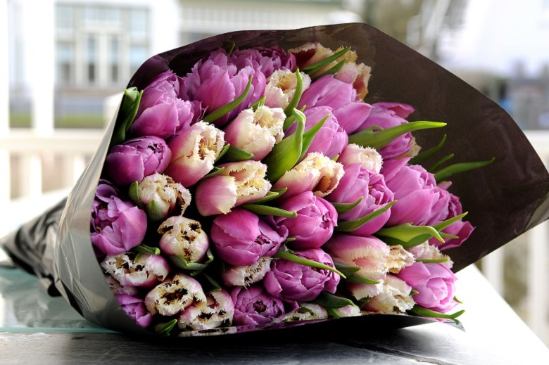 Bring in spring flowers for a breath of springtime!